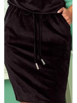 13-129 Sukienka sportowa z wiązaniem i kieszonkami - WELUROWA - CZARNA