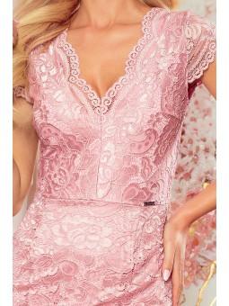 316-6 Koronkowa sukienka z krótkim rękawkiem i dekoltem - BRUDNY RÓŻ